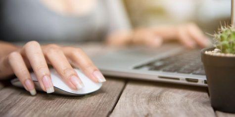 Przeglądanie internetu na laptopie
