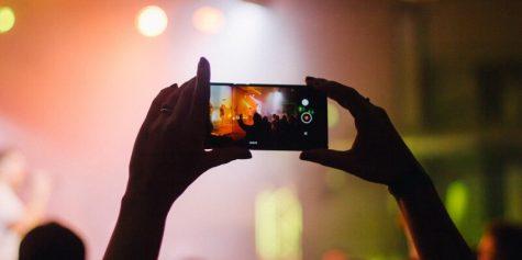 transmisje live na portalach społecznościowych